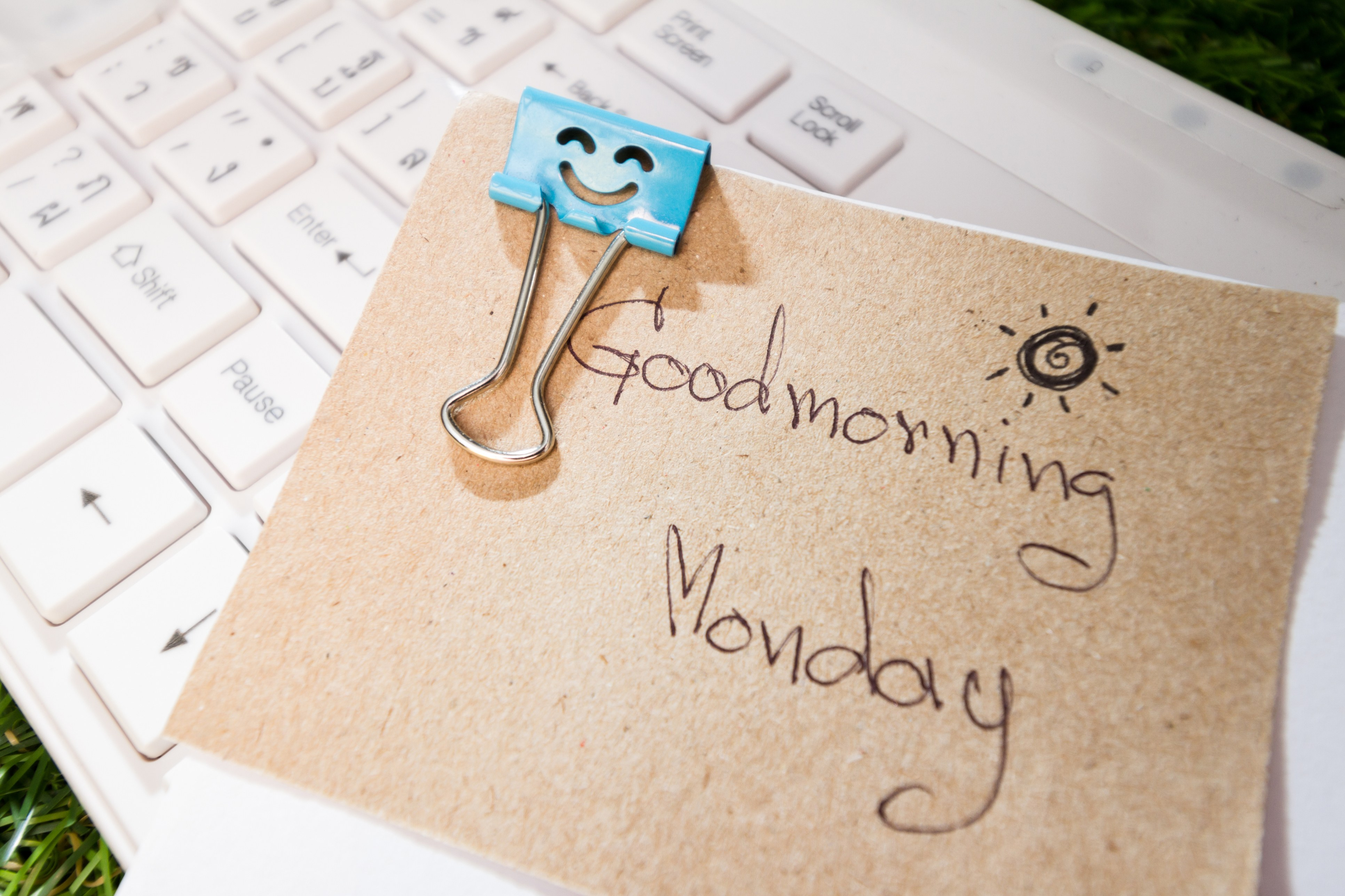 post-it note saying good morning monday